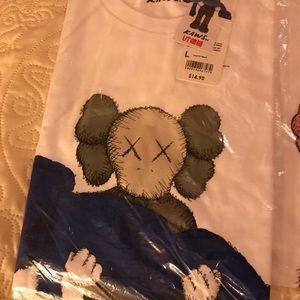 Uniqlo x KAWS tee shirt size L
